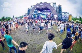 杭州草莓音乐节现场因陈冠希引起一场激战,但最冤的应该是赵本山