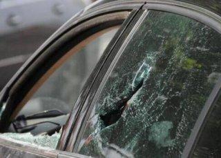 粗心爸爸导致幼童被锁车内,下一秒父亲的行为获大赞!