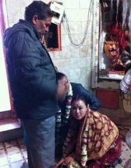 为爱情嫁给印度男子,到那却受不了,哭喊着要回国!