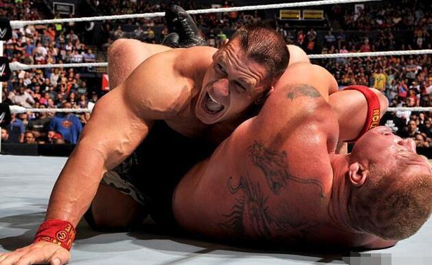 意大利举办异性摔跤大赛 双方穿内衣登场 但你们真的是来摔跤的吗