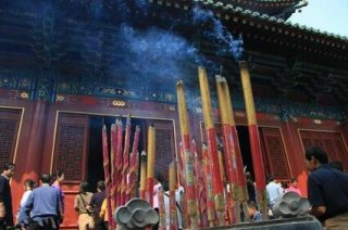 少林寺门票100遭吐槽,网友:真正寺庙,应不收门票且香火自愿!
