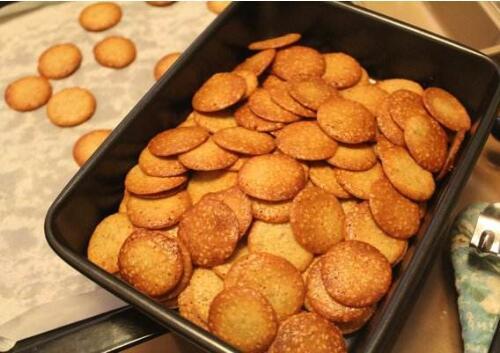 饼干潮了怎么回脆,自制饼干能够保存多长时间?