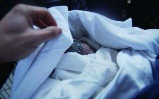 女子生下孩子的那一刻吓坏众人