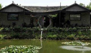 池塘突然干涸老人一句话救全村人