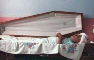 大爷睡了30年棺材皆因这四个字
