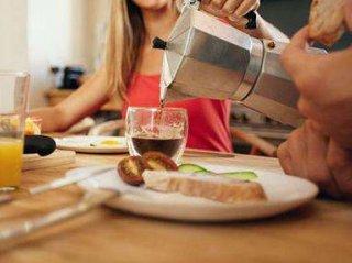 一边吃饭一边喝水的习惯到底好不好