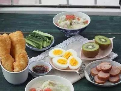 女性早上多吃热早餐对身体好