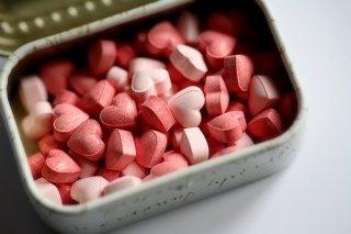 老年人需要根据病情服用药物