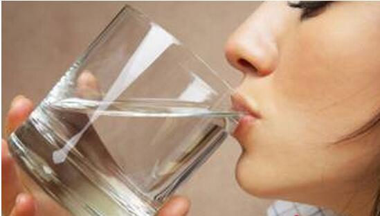 先喝水在刷牙不是正确的方法