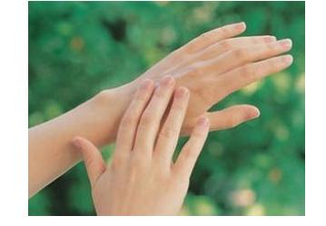 手指关节痛的发病原因是什么呢