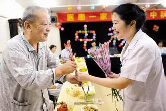 人家的医患关系 老伴过世老农还是每年给护士送桔子