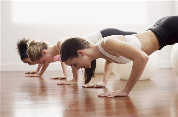 优化身体线条女性要多做俯卧撑