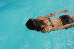 游泳减肥一定要注意这些小细节