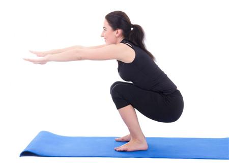 深蹲不分场地不需工具,让你随时健身减肥