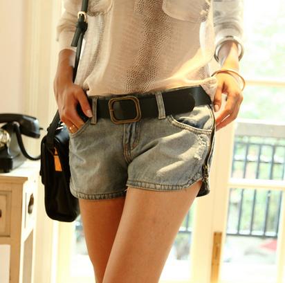 潮流女士牛仔短裤搭配 夏季衣橱必备单品