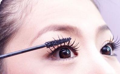 眼妆达人教你睫毛膏怎么用