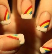 用旧牙刷轻松打造彩绘指甲