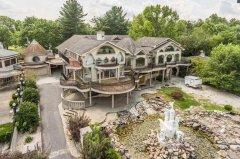 因装修风格令人厌恶,美国这栋房子5年被卖7次售价降800多万