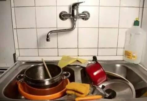 洗碗也要讲究技巧,用错方法小心越洗越脏