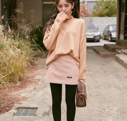 冬季穿裙装,下装这样搭,时尚一整冬