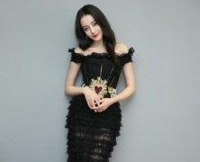马苏学热巴穿黑丝鱼尾裙,网友:我都替她尴尬