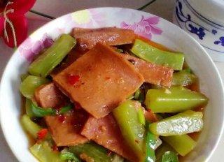 莴笋烧午餐肉的做法