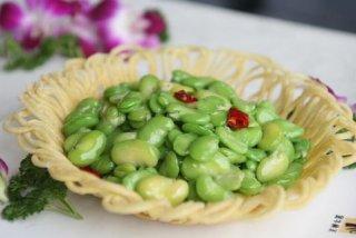 蒜苗炒蚕豆的做法 蒜苗炒蚕豆的家常做法