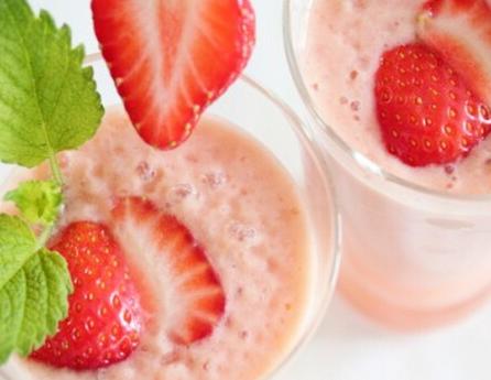 介绍草莓酸奶的做法