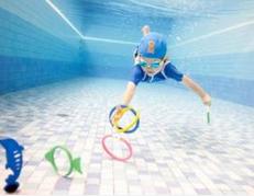 育英中学游泳馆:学习身体姿势和呼吸