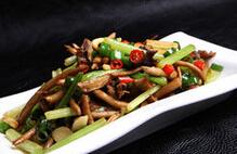 茶树菇炒野芹菜