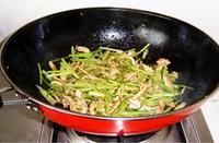 芫荽炒牛肉的做法