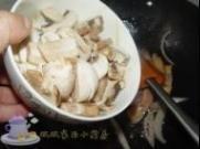 西兰花炒口蘑的做法