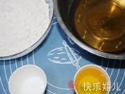 莲蓉蛋黄月饼的做法